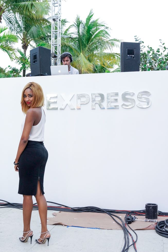 Express-Midi-Skirt-Miami-Beach-Runway-Show-Blogger