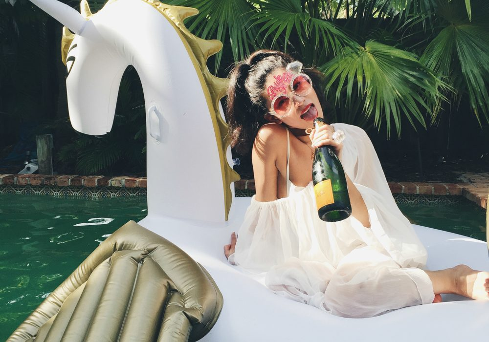 bachelorette-party-unicorn-floatie