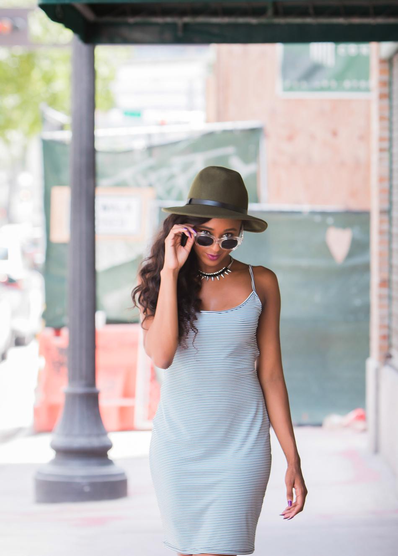 miami-fashion-blogger-low-back-striped-dress