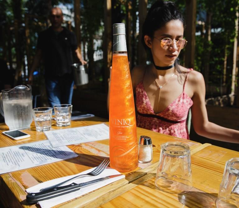 viniq-shimmery-liqueur